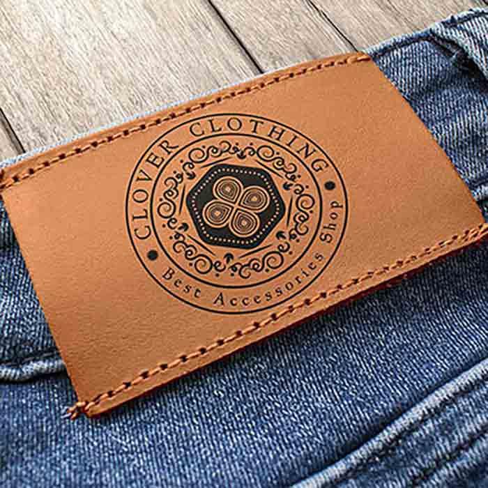 موکاپ شلوار جین فروشگاه پوشاک و اکسسوری کلاور