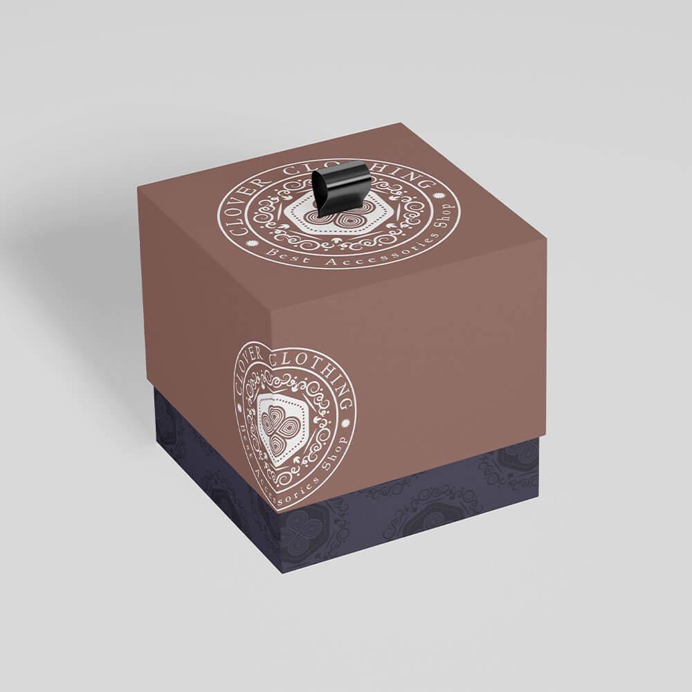 موکاپ جعبه اکسسوری فروشگاه پوشاک و اکسسوری کلاور