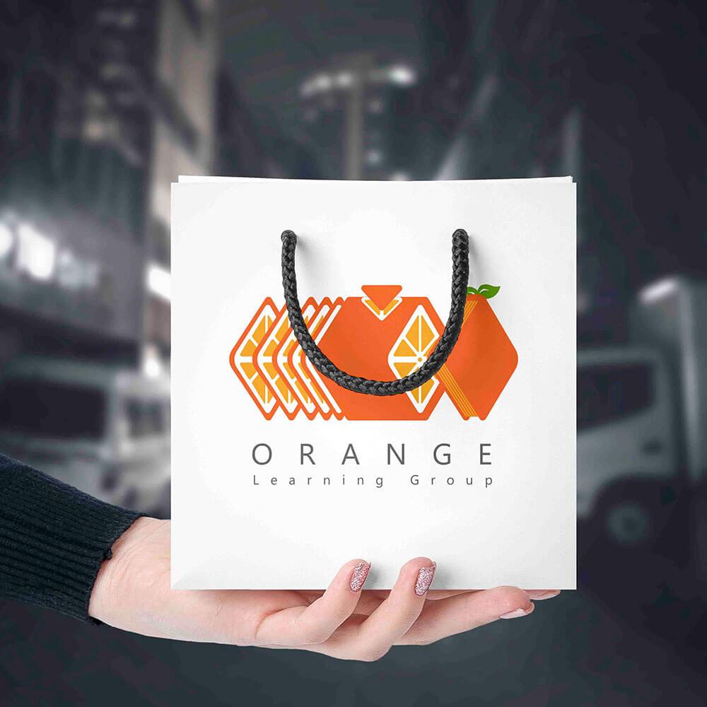 موکاپ کیسه محصولات لوگو گروه آموزشی پرتقال