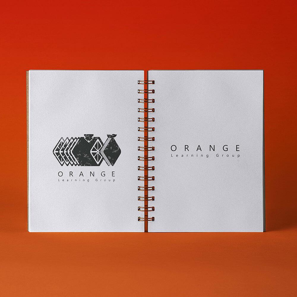 موکاپ طراحی لوگو حرفه ای گروه آموزشی پرتقال