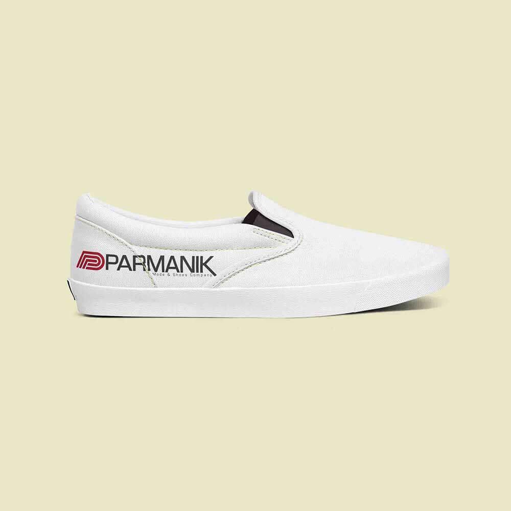 موکاپ کفش طراحی لوگو پارمانیک